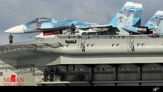 جنگنده روسی اینگونه از روی ناو کوزنتسف به دریا افتاد + فیلم