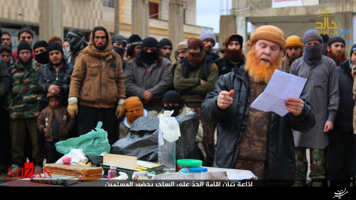 داعش فردی را به اتهام جاسوسی برای ارتش سوریه گردن زد+تصاویر