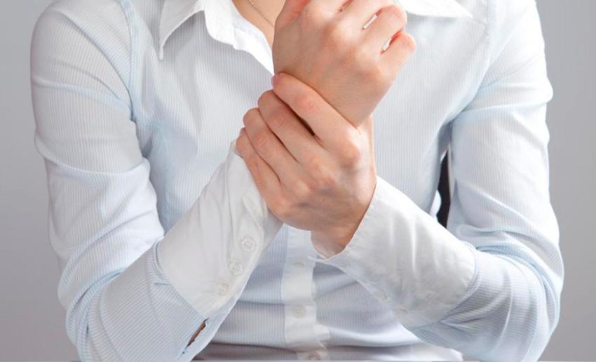 مچ دست چرا درد می گیرد/ راههای درمان خانگی و جراحی درد مچ دست