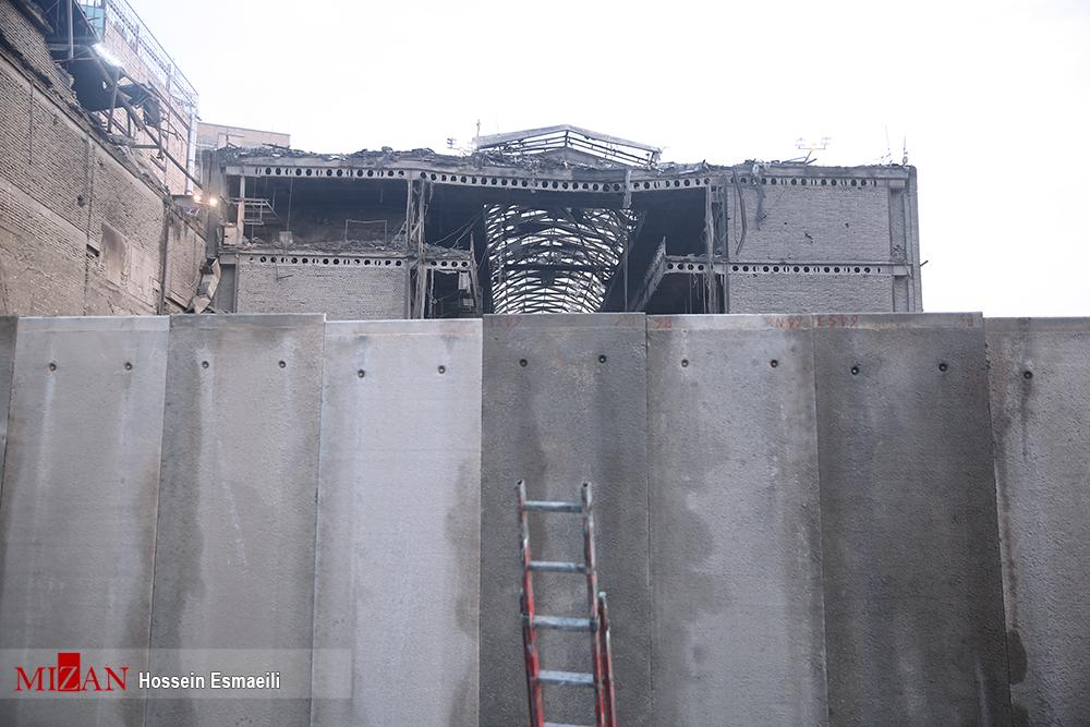 دیوارها در محدوده پلاسکو قد علم کردند/ زمان تشییع پیکر شهدا هنوز مشخص نیست