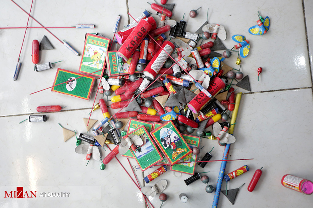 کشف 49 هزار عدد مواد محترقه غیر مجاز در پارس آباد