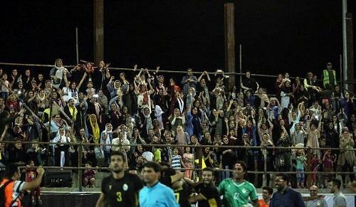 تصویری زیبا از حضور و شادی بانوان مازندرانی در استادیوم فوتبال