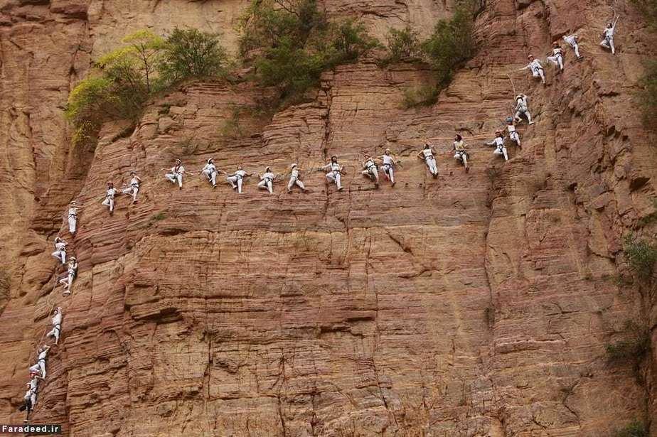 تمرین یوگا در کوه؛ هنان، چین