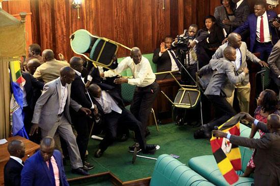 درگیری فیزیکی نمایندگان در مجلس اوگاندا