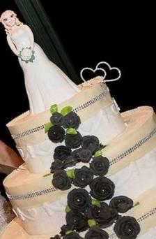 زن ایتالیایی با خودش ازدواج کرد! +عکس