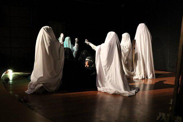 24036406114 - گزارش تصویری تجلیل از عوامل نمایش «کاروان نور» در محمود آباد