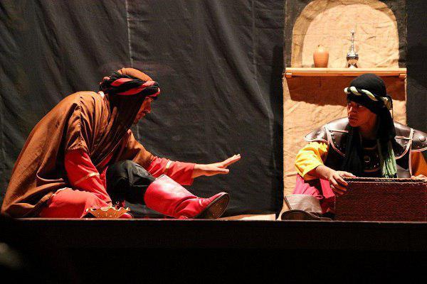 63453121653 - گزارش تصویری تجلیل از عوامل نمایش «کاروان نور» در محمود آباد