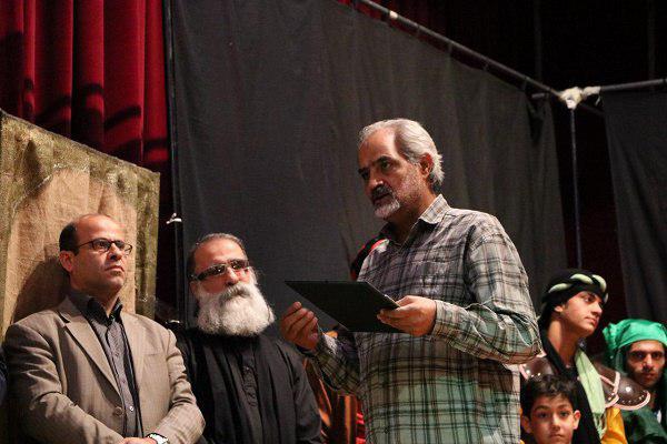 90641014942 - گزارش تصویری تجلیل از عوامل نمایش «کاروان نور» در محمود آباد