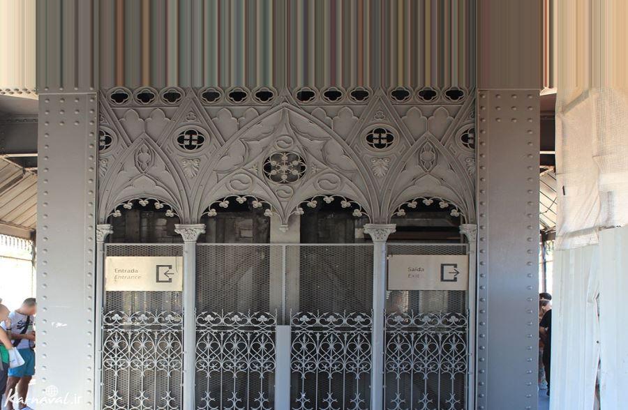 در ورودی آسانسور سانتا ژوستا
