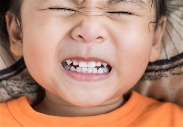 بهترین روش برای برطرف شدن حساسیت دندان/ افرادی که قادر به انجام «ایمپلنت» نیستند/ با دندان های حساس چه کنیم؟