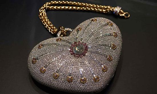 حراج گرانترین کیف پول دنیا با ۴۵۱۷ قطعه الماس