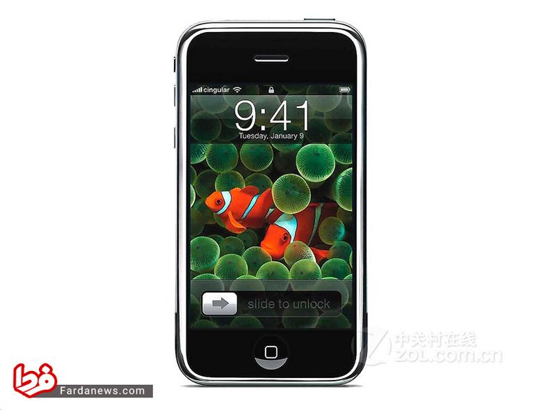 آیفون - با معرفی آیفون توسط استیو جابز در سال 2007 دوران تازهای در بازار تلفنهای همراه آغاز شد. کیبورد لمسی و سنسورهای مجاورت و نور محیط گزینههای کاملا جدیدی در این دستگاه بودند.