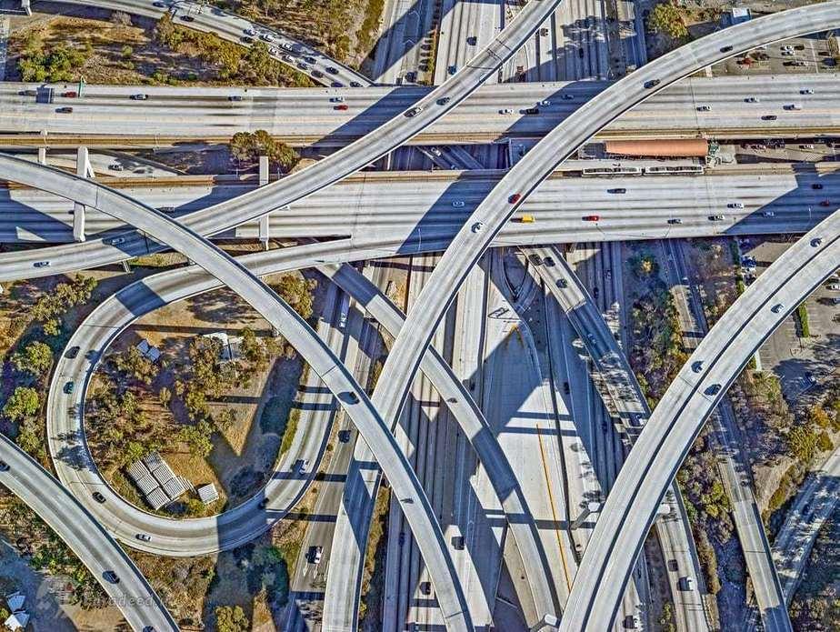 چند بزرگراه متقاطع در لس آنجلس که در سال هزار و نهصد و نود و سه رونمایی گردید