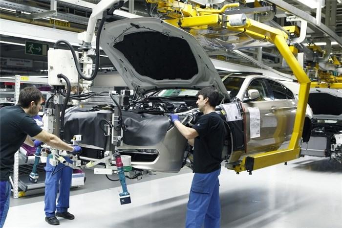 سرمایه گذاری خارجی راهکاری برای توسعه صنعت خودرو