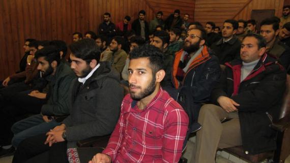 """مناظره سیاسی""""آفتاب تابان یا خسارت محض"""" در دانشگاه علوم پزشکی اردبیل"""