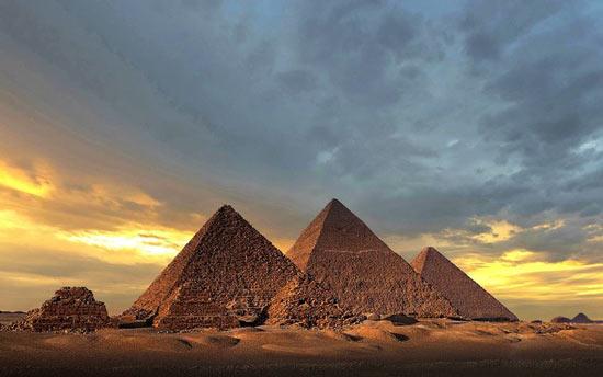 شعبده بازهایی که سر فرعون بزرگ را شیره می مالیدند
