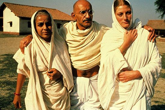 ۳۱ دسامبر: ولادت گاندی مرموز سینما