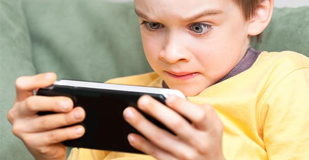 بازی های کامپیوتری موجب چاقی کودک می گردد