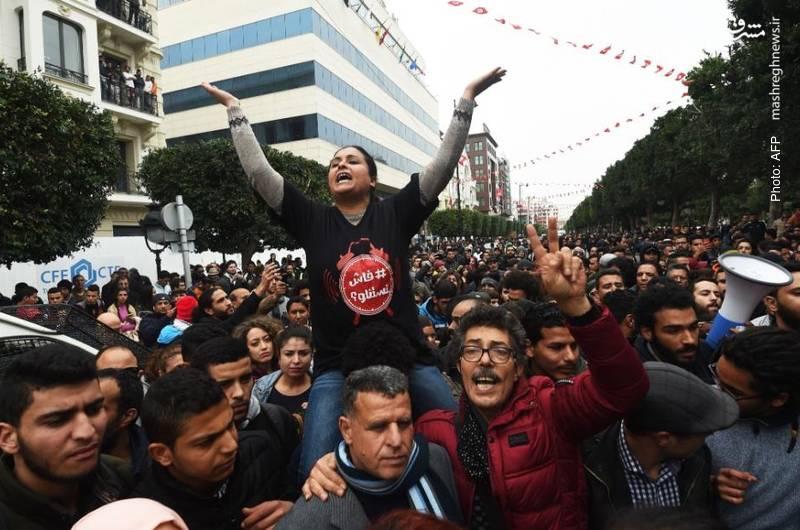 سیصد نفر طی چهار روز در تظاهرات مردم تونس بر علیه سیاست های ریاضتی دستگیری گردیدند.