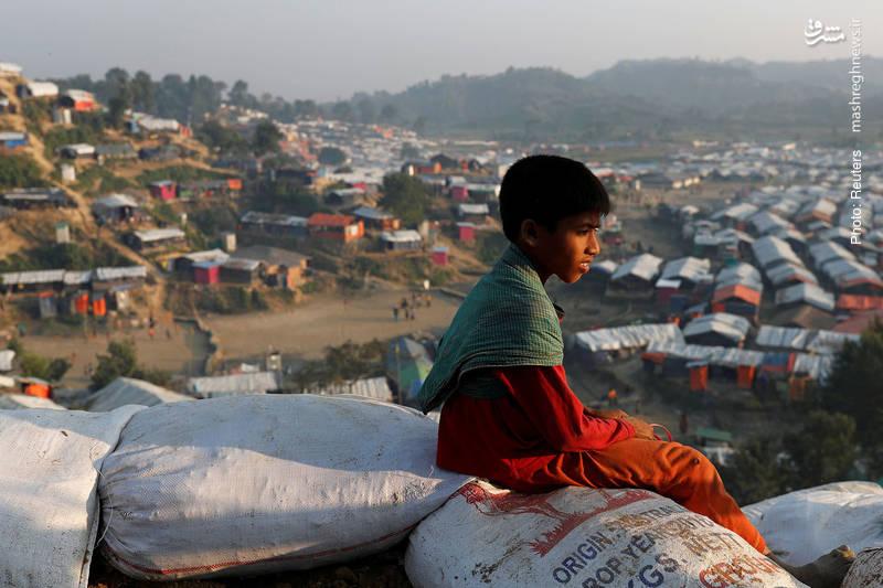 یک مهاجر بنگلادشی در اردوگاه مهاجران مسلمان میانماری در بنگلادش