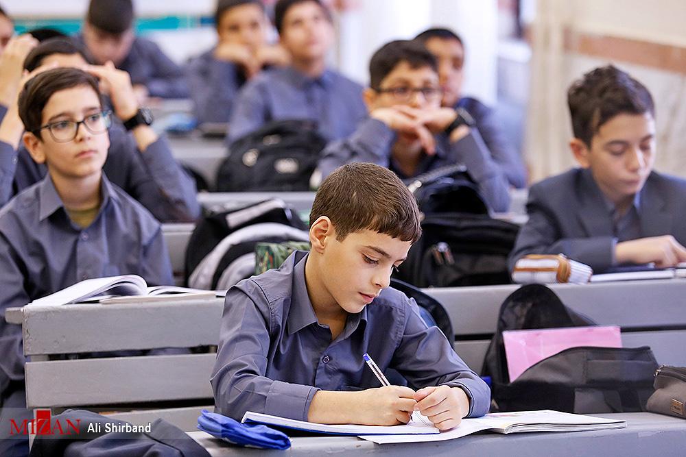 داستان شهید حججی به کتب درسی می رود/  اضافه شدن  فداکاری های سردار سلیمانی به  کتاب تاریخ معاصر