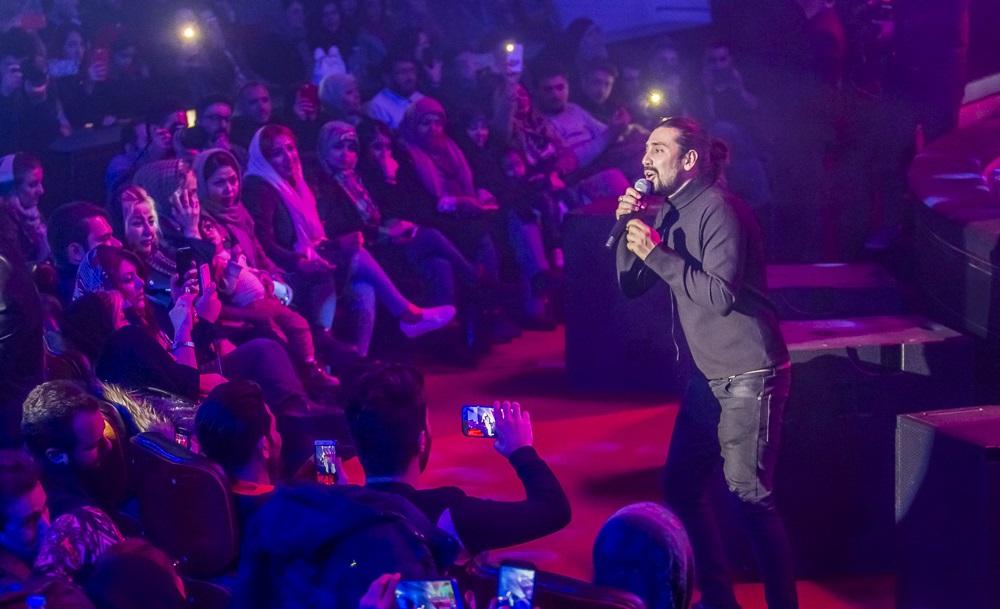 اتفاقات نهمین شب جشنواره موسیقی فجر/ به ذوق آمدن مخاطبان در کنسرت شهرداد روحانی و اجرای امیر عباس گلاب در میان تماشاچیان+عکس