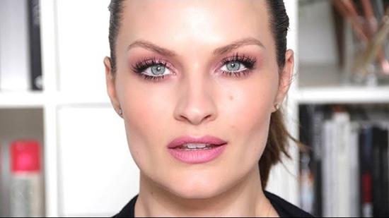 آموزش 4 مدل آرایش رمانتیک و جذاب برای روز ولنتاین ( در روز ولنتاین منتشر شود)