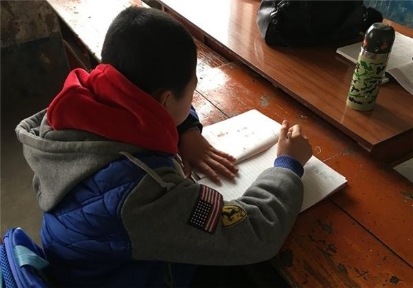 تنها دانش آموز مدرسه ای در روستای چینی