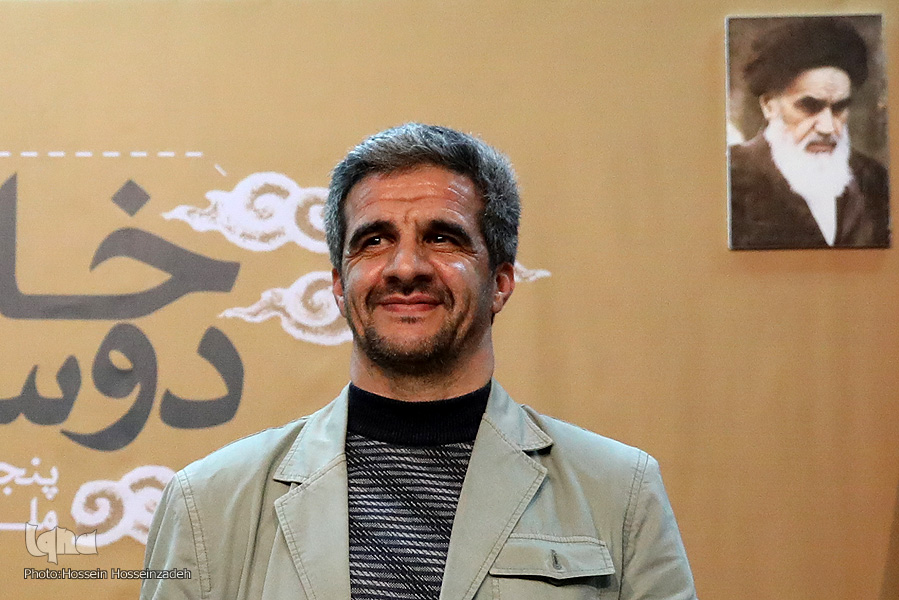 رونمایی از کتاب پنجمین جشنواره ملی عکس «خانه دوست» در مشهد