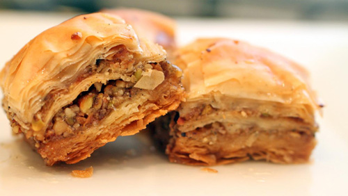 بورک گوشت و گردو؛ هزارلایهای به سبک ترکیهای