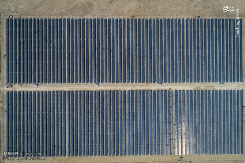 دیرعامل نیروگاه انرژی خورشیدی قشم نیز در این آیین گفت: این طرح با سرمایه گذاری هشت میلیون یورویی و طی مدت 2 سال اجرا شد و هم اکنون به بهره برداری می رسد که سالانه نیاز پنج هزار خانوار را تامین می کند.