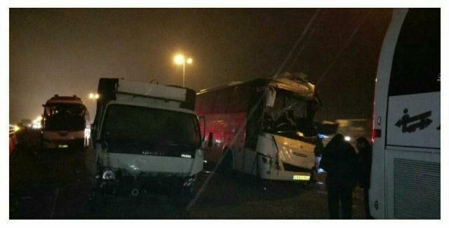 یک کشته و ۱۴مصدوم در تصادف زنجیرهای اتوبوسها با تریلی و پراید +عکس