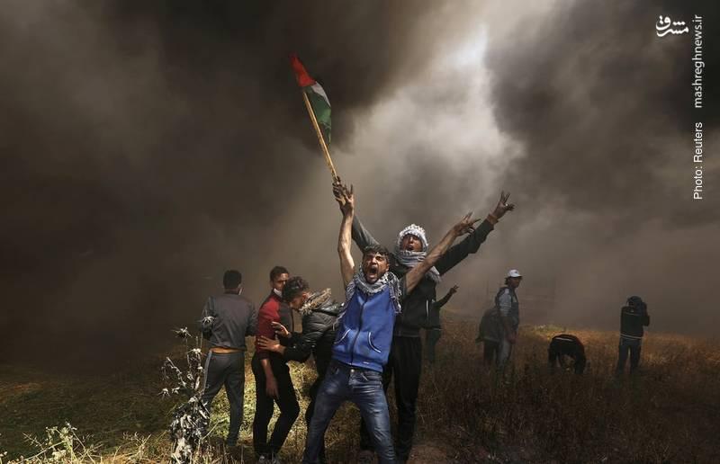 فریاد آزادیخواهانه جوان فلسطینی در درگیری با نظامیان صهیونیستی در مرز محاصره غزه