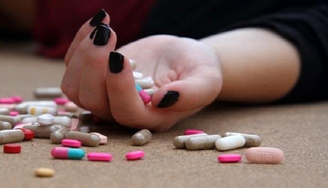 هشت بار خودکشی به خاطر بیماری «جلب توجه»