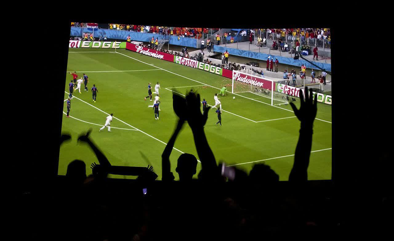 فصل داغ فوتبال بر پرده سینما