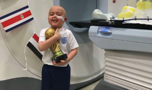 هدیه جالب « هری کین» برای کودک سرطانی