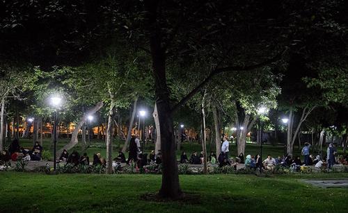 محل های شبانه تهرانگردی از «بام تهران» تا «استریت فود سی تیر»