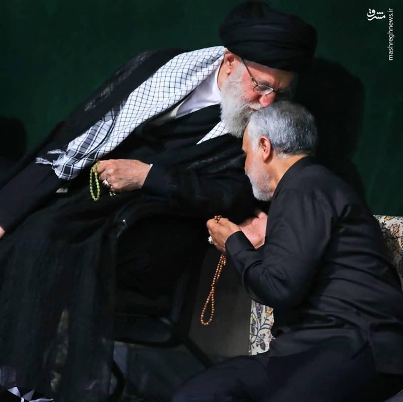 بوسه رهبر انقلاب - حاج قاسم سلیمانی