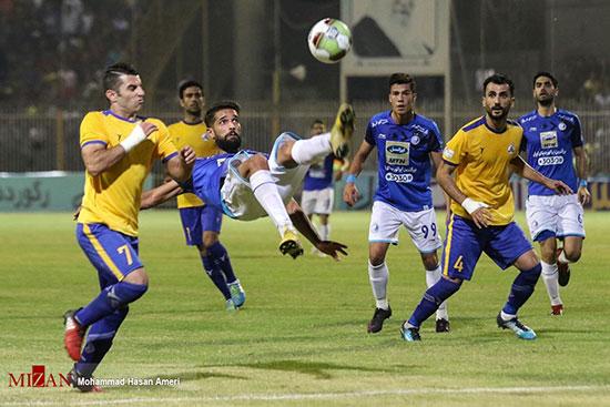 دیدار تیمهای استقلال و نفت مسجدسلیمان