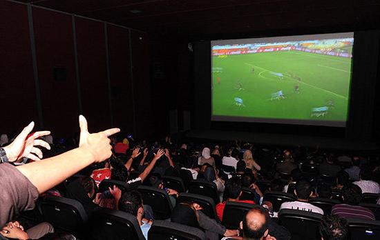 تیغ زدن ۳۰ هزار تومانی مردم به دستاویز پخش فوتبال