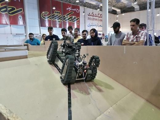 منتشر نشود /////////  مسابقات رباتیک جلوه ای از شکوه و توانمندی جوانان ایرانی/ در رباتیک حرفهای بسیاری برای گفتن داریم/ نگاه جوان ایرانی به تدبیر مسئولین است/ دانشگاه آزاد قزوین, قلب تپنده رباتیک ایران