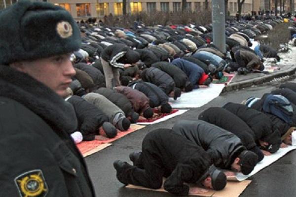 فعالیت قرآنی در غربت پهناورترین کشور جهان