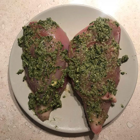 طرز تهیه مرغ با طعم پستو مرحله به مرحله