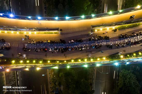 مراسم افطار مردمی در پل طبیعت