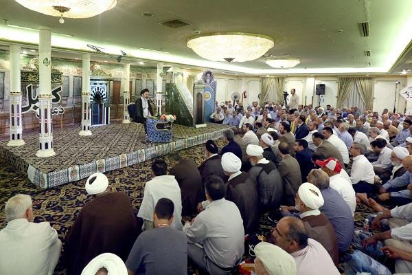 زائران ایرانی در مدینه، دعای کمیل را زمزمه کردند