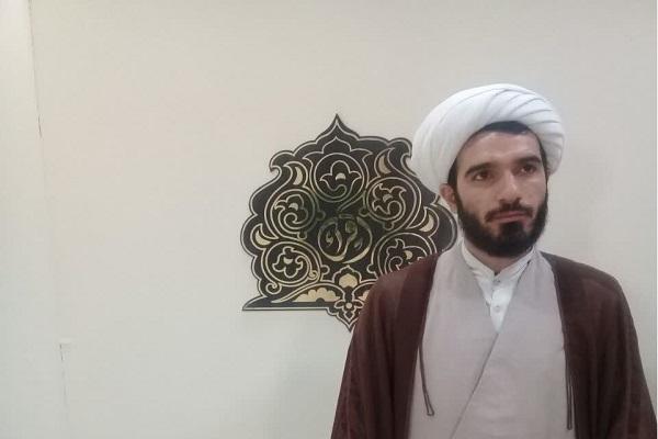 فضای سالن مسابقات قرآن برای اجرای دعاخوانی مصنوعی است