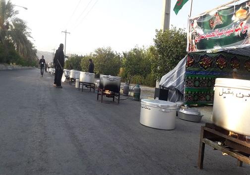 اجرای طرح نذرواره حسینی به نیت ۷۲ شهید کربلا در حاجی آباد