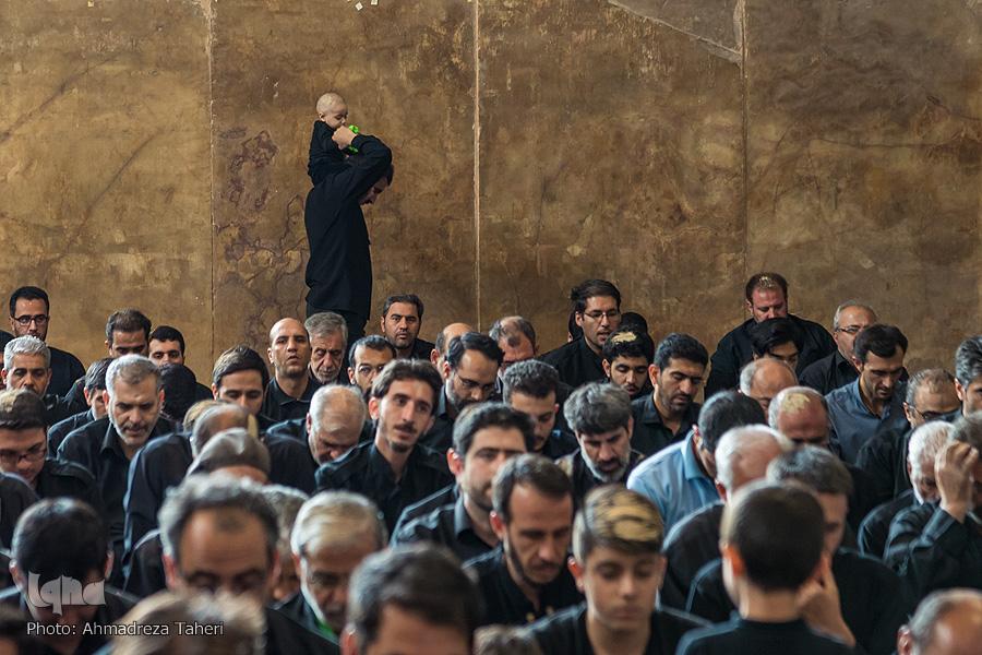 اقامه نماز ظهر عاشورا در اصفهان