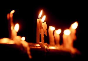 عزاداری مردم چهارمحال و بختیاری در شام غریبان/شمعهایی که به یادشهدای کربلا روشن شد