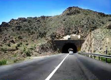 برخورد یک خودروی سنگین به تاسیسات برق تونل در محور جیرفت_ جبالبارز